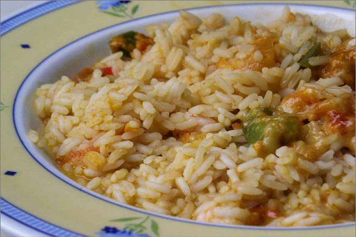 Receta de arroz con gambas y verduras fácil y rápida