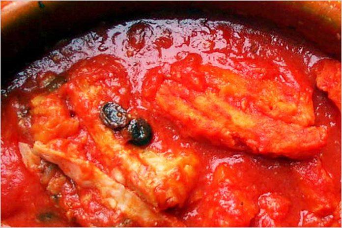 Receta de bacalao con tomate fácil y rápida