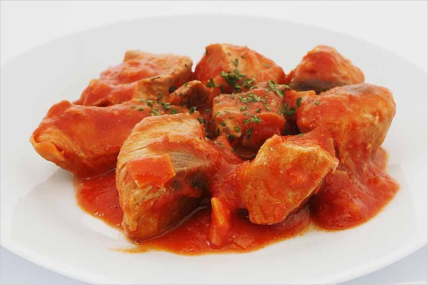 Bonito con cebolla y tomate