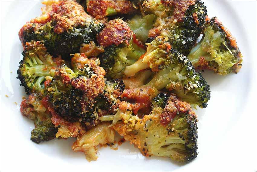 Brócoli con tomate gratinado