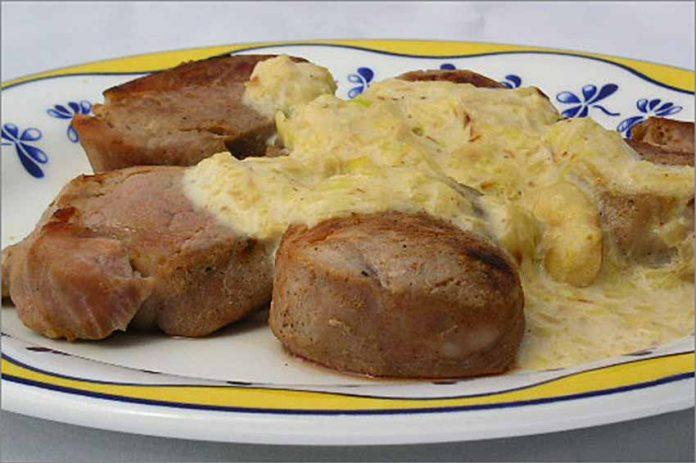 Receta de medallones de cerdo en salsa de puerros fácil y rápida