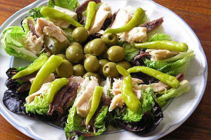 Receta de cogollos con ventresca, anchoas y piparras fácil y rápida