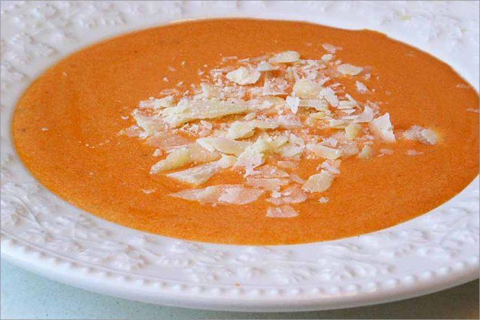 Receta de crema de tomate a la albahaca fácil y rápida