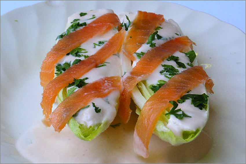Endivias con salsa de salmón