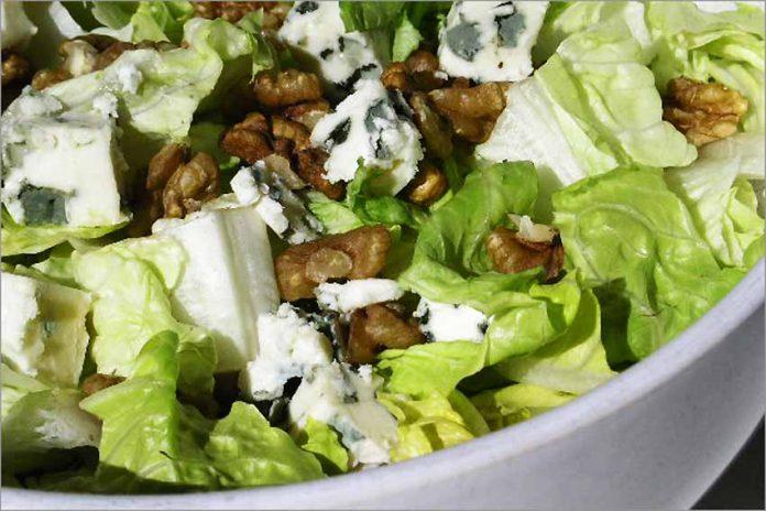 Receta de ensalada con nueces y queso azul fácil y rápida