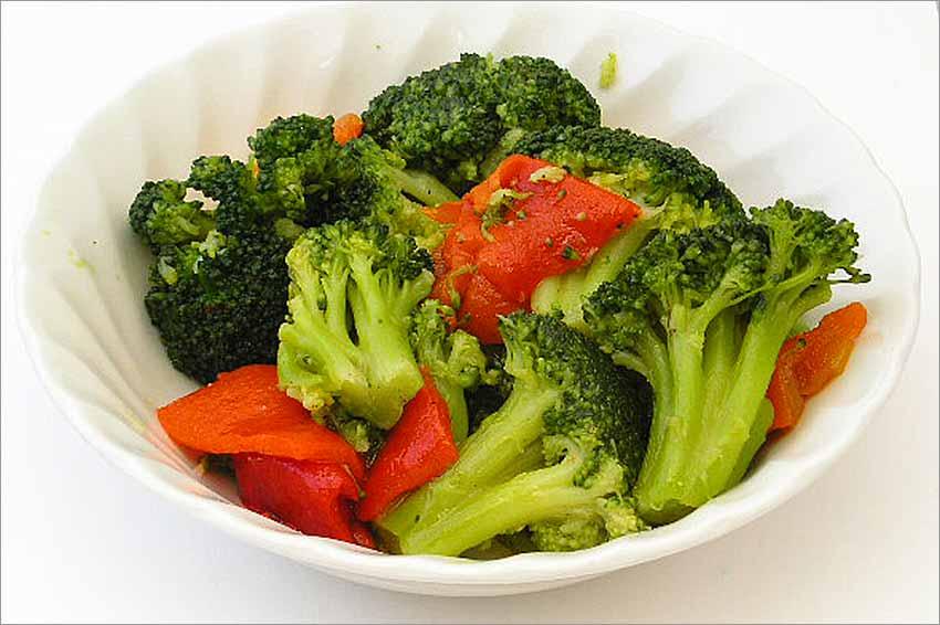 Ensalada de brócoli con pimientos