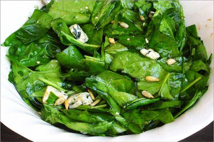 Receta de ensalada de espinacas con queso azul fácil y rápida
