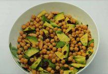Receta de ensalada de garbanzos con aguacate fácil y rápida