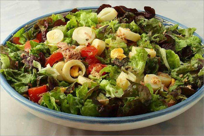 Receta de ensalada de palmito, tomate y atún fácil y rápida