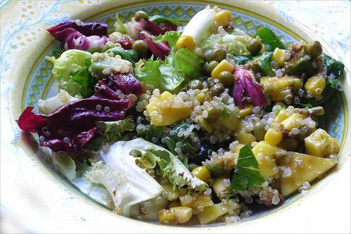 Receta de ensalada de quinoa, aguacate y mango fácil y rápida
