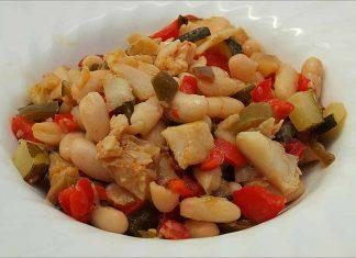 Receta de ensalada templada de judías blancas con bacalao fácil y rápida