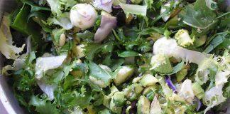 Receta de ensalada verde de tofu, aguacate y mozzarella fácil y rápida