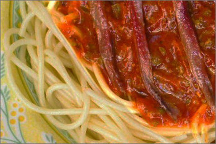 Receta de espaguetis con anchoas fácil y rápida