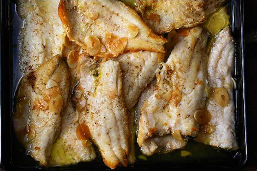 Filetes de lubina con ajo y limón