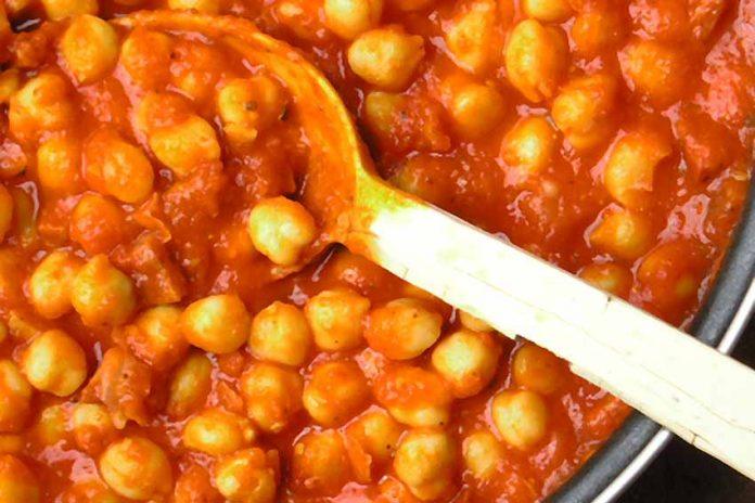 Receta de garbanzos con tomate fácil y rápida