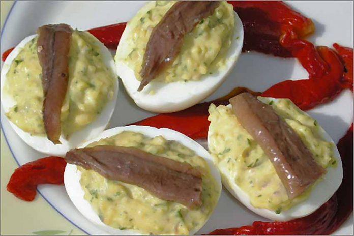 Receta de huevos con salsa de anchoas fácil y rápida