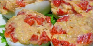 Receta de huevos rellenos de atún y pimiento fácil y rápida