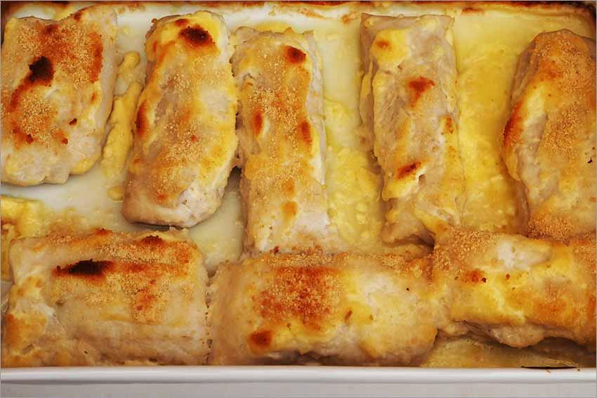 Lomos de merluza con alioli al horno