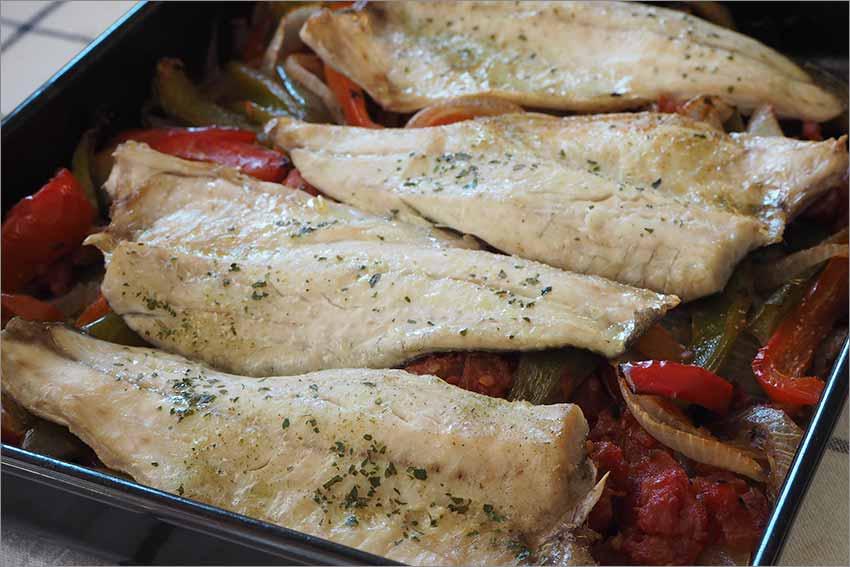 Lubina con verduras al horno