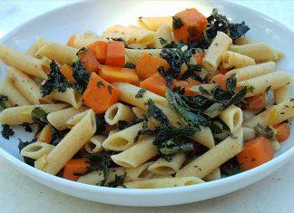 Receta de macarrones con kale y calabaza fácil y rápida