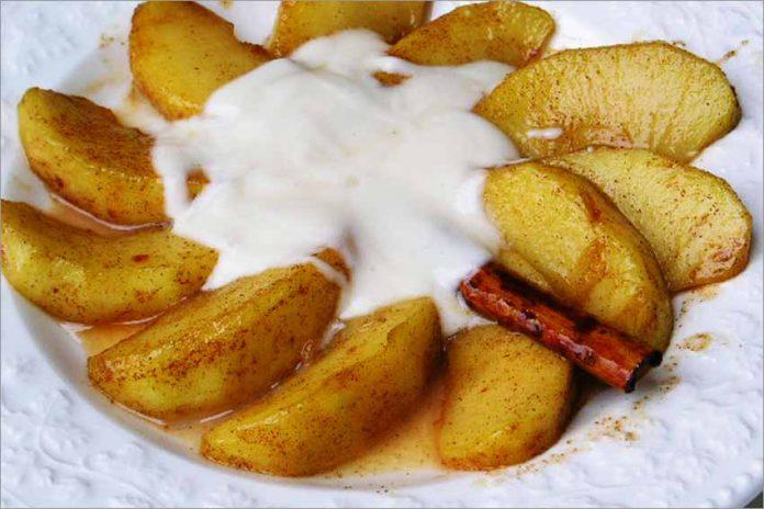 Receta de manzana con salsa de yogur fácil y rápida