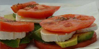 Receta de montados de tomate queso y aguacate fácil y rápida