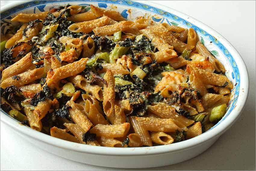 Pasta con kale y pollo al horno