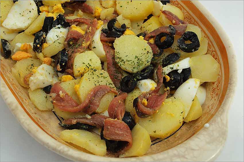 Patatas con anchoas