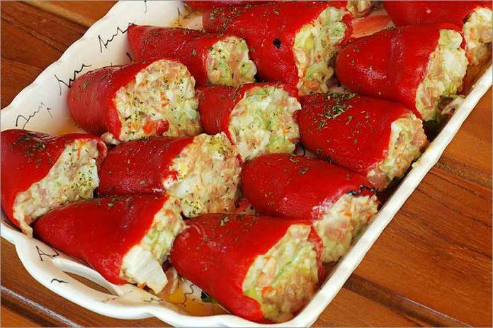 Receta de pimientos rellenos de salmón ahumado y aguacate fácil y rápida