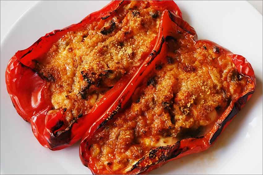 Pimientos rojos rellenos de verduras