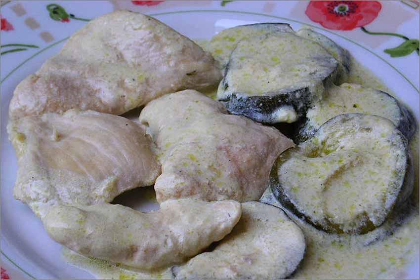 Pechugas de pollo con calabacines y crema