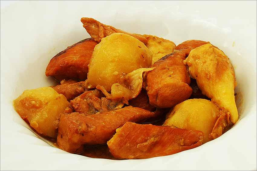 Pollo con patatas cocidas