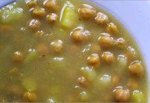 Receta de potaje de garbanzos con patatas fácil y rápida