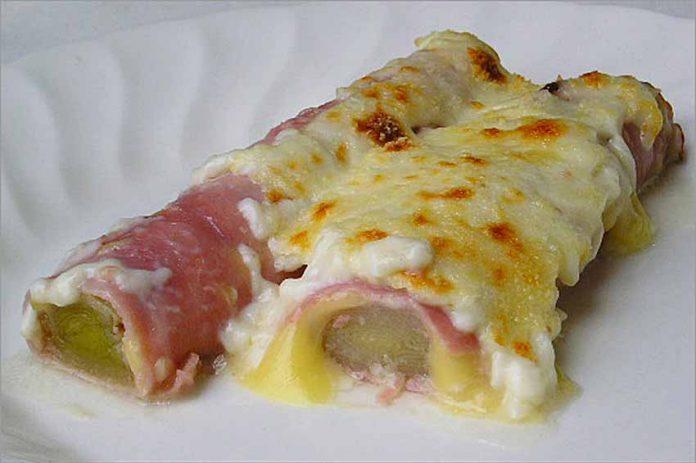 Receta de puerros con jamón York y queso fácil y rápida